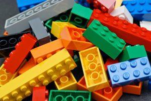 A társas játékok gyerekeknek és felnőtteknek is jó szórakozást biztosítanak
